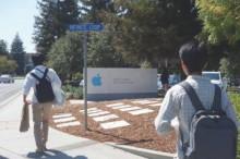apple社を訪問する学生