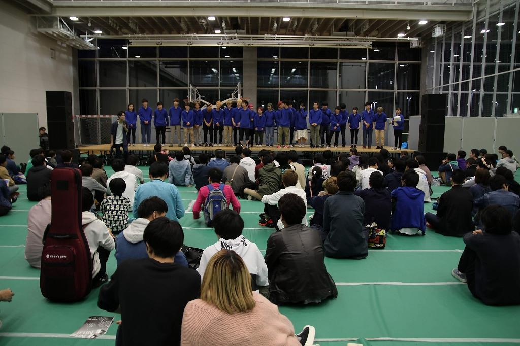 未来祭ステージに並ぶ学生たち